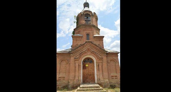 С трех сторон есть двери, которые также построены в форме креста - Sputnik Азербайджан