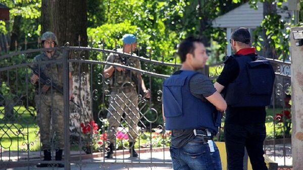Полиция ведет обыск в доме помощника экс-президента Турции генерал-майора Исмаила Гюнешера - Sputnik Азербайджан