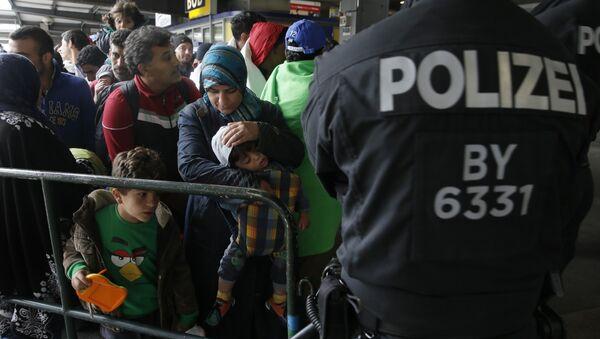 Polizei überwacht Flüchtlinge in München - Sputnik Azərbaycan