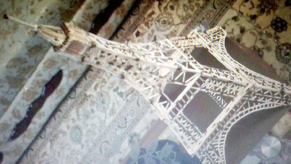 Последнюю свою работу — Эйфелеву башню, над которой работал 30 дней, мастер продал за 25 манатов - Sputnik Азербайджан