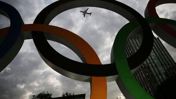 Олимпийские кольца в столице Игр-2016 Рио-де-Жанейро - Sputnik Азербайджан