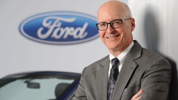 Финдиректор американского автомобильного гиганта Ford Motor Co. Роберт Шанкс - Sputnik Азербайджан