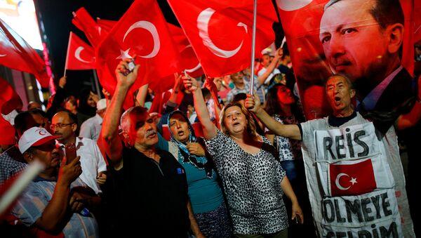 Митинг сторонников Эрдогана в Анкаре. 27 июля 2016 года - Sputnik Азербайджан