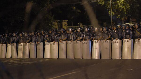 Полиция на проспекте Баграмяна - Sputnik Азербайджан