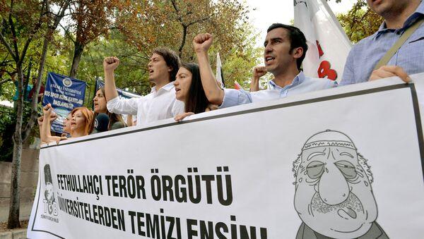 Протест турецких студентов против Фетуллаха Гюлена. Анкара, 21 июля 2016 года - Sputnik Азербайджан