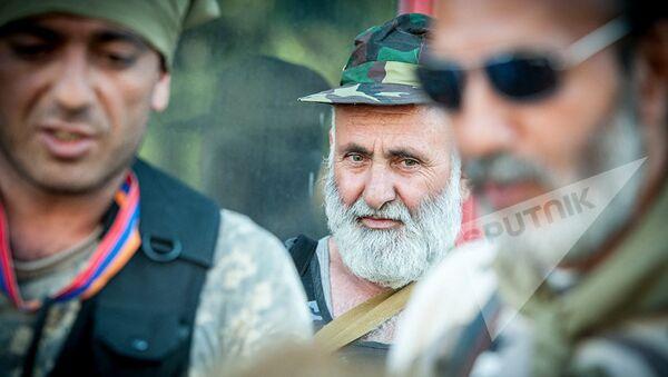 Члены вооруженной группы захватившие здание полка ППС в Ереване - Sputnik Азербайджан