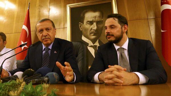 Rəcəb Tayyib Ərdoğan və Berat Albayrak. İstanbul, 16 iyul 2016-cı il - Sputnik Azərbaycan