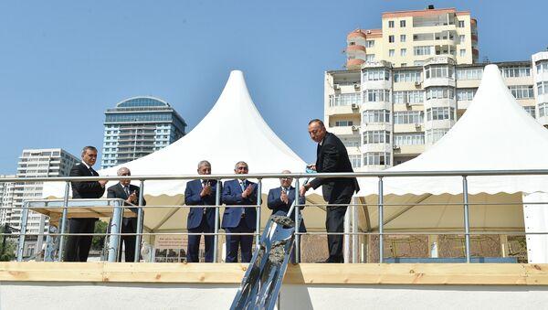 Президент Азербайджана Ильхам Алиев принял участие в закладке фундамента новой дорожно-транспортной инфраструктуры Баку - Sputnik Азербайджан