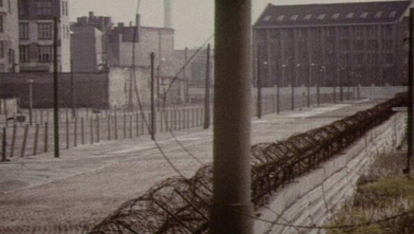 Берлинская стена, на тридцать лет разделившая немецкий народ. Архив - Sputnik Азербайджан