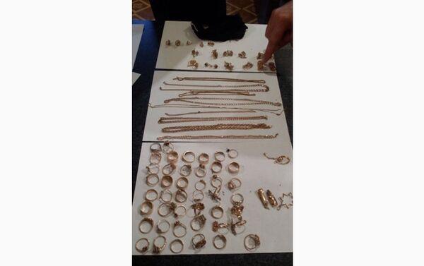 Золотые украшения, изъятые у гражданки России на КПП Самур - Sputnik Азербайджан