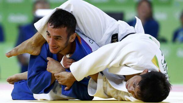 В схватке за бронзовую медаль Орхан Сафаров проиграл экс-чемпиону мира Наохиса Такато из Японии - Sputnik Азербайджан