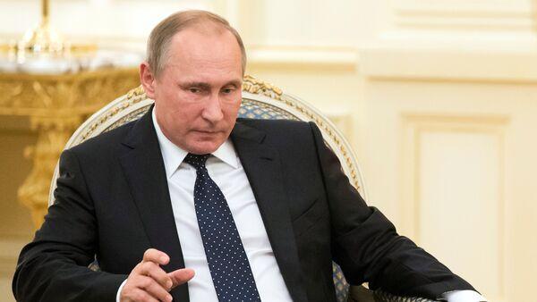 Президент России Владимир Путин во время встречи с главой Азербайджана Ильхамом Алиевым. Баку, 8 августа 2016 года - Sputnik Азербайджан