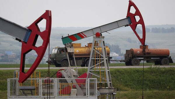 Нефтяные насосы в Уфе, Республика Башкортостан, Россия. 11 июля 2015 года - Sputnik Азербайджан