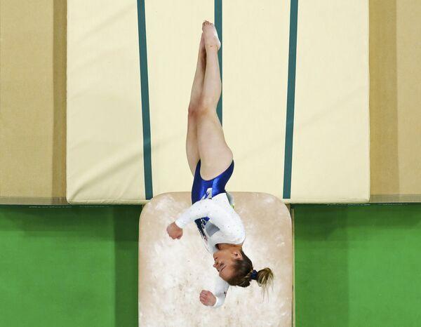 Художественная гимнастика. Эми Тинклер (Великобритания) выступает в финале - Sputnik Азербайджан