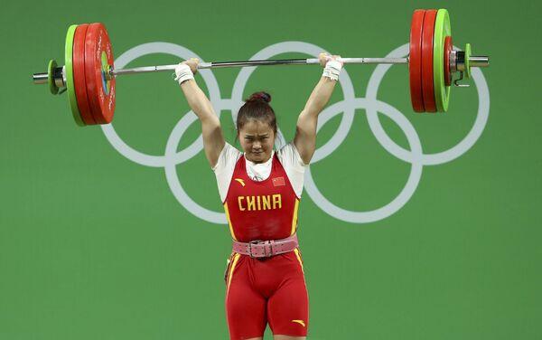 Тяжелая атлетика. Дэн Вэй (Китай) - Sputnik Азербайджан
