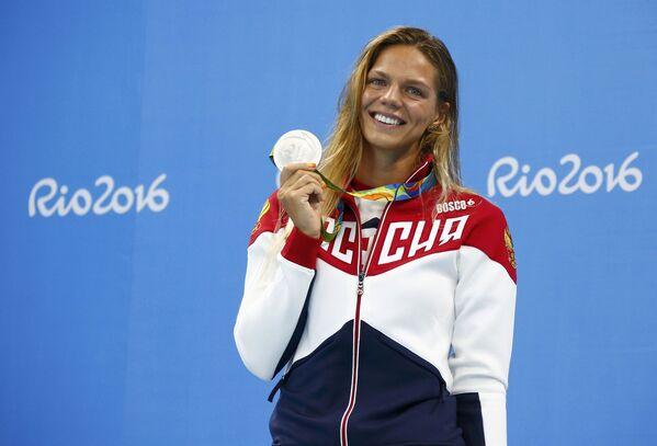 Плавание, 100 м. Серебряная медалистка Юлия Ефимова (Россия) - Sputnik Азербайджан