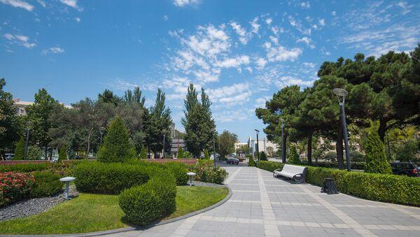 Сквер на проспекте Гусейна Джавида в Баку - Sputnik Азербайджан