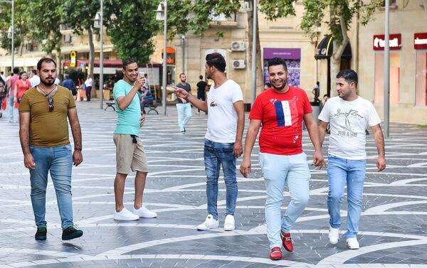Арабские туристы на Площади фонтанов в Баку - Sputnik Азербайджан
