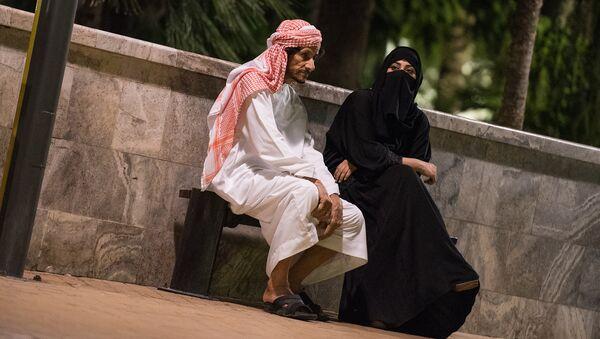 Арабская семья отдыхает на Площади фонтанов в Баку - Sputnik Азербайджан