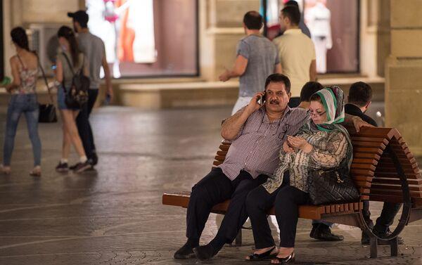 Арабская семья отдыхает в центре Баку - Sputnik Азербайджан