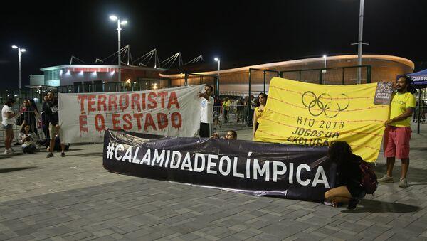 Акция протеста в Олимпийском парке Рио-де-Жанейро - Sputnik Азербайджан