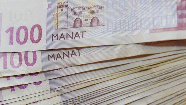 Купюры достоинством в 100 манатов  - Sputnik Азербайджан