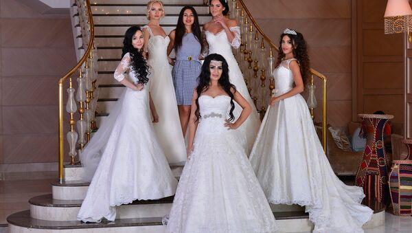 Фотосессия участниц конкурса Miss Union Baku 2016 в свадебных платьях - Sputnik Азербайджан