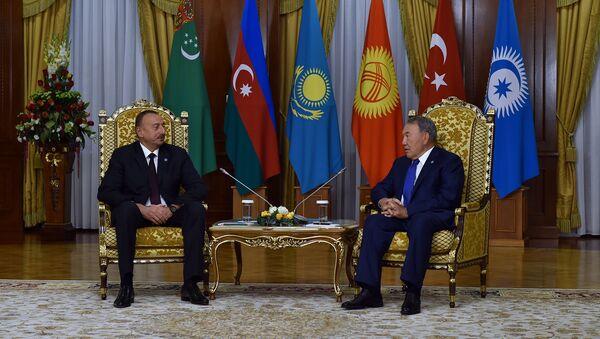 Azərbaycan Respublikasının Prezidenti İlham Əliyevin Qazaxıstan Respublikasının Prezidenti Nursultan Nazarbayev ilə görüşü. Astana, 11 sentyabr 2015-ci il - Sputnik Azərbaycan