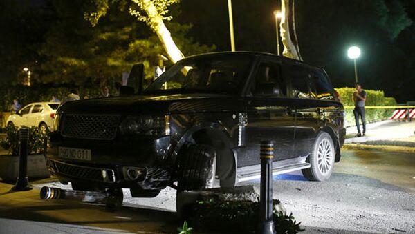 Автомобиль Ровшана Лянкяранского на месте кровавой перестрелки в Стамбуле - Sputnik Азербайджан