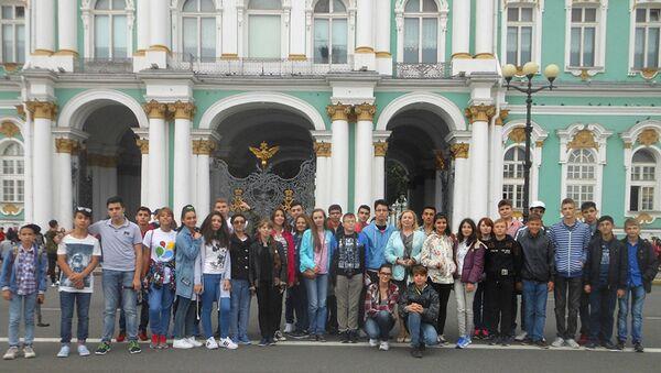 Школьники из Азербайджана побывали в Санкт-Петербурге в рамках программы Здравствуй, Россия! - Sputnik Азербайджан