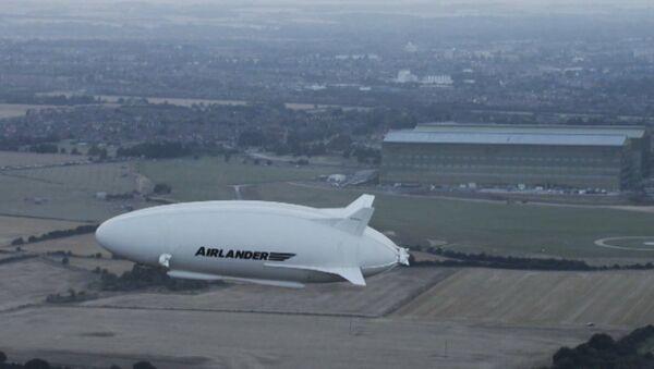 Самое большое воздушное судно совершило пробный перелет - Sputnik Азербайджан