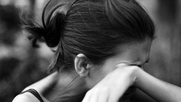 Плачущая девушка. Архивное фото - Sputnik Азербайджан