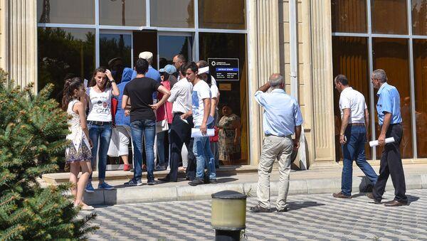 Толпа перед банком в Баку, фото из архива - Sputnik Азербайджан