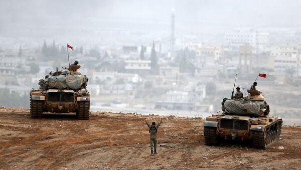 Tank birlikləri Suriya sərhədini keçərək İŞİD mövqelərini bombalamağa başlayıb - Sputnik Azərbaycan