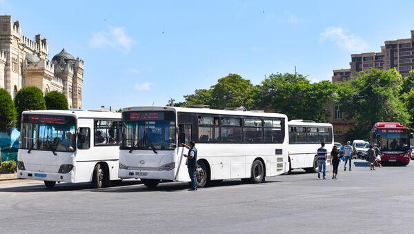 Автобусы на привокзальной площади в Баку. Архивное фото - Sputnik Азербайджан