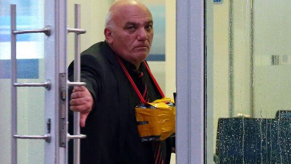 Арам Петросян, угрожающий устроить взрыв, в отделении «Ситибанка» на Большой Никитской улице - Sputnik Азербайджан