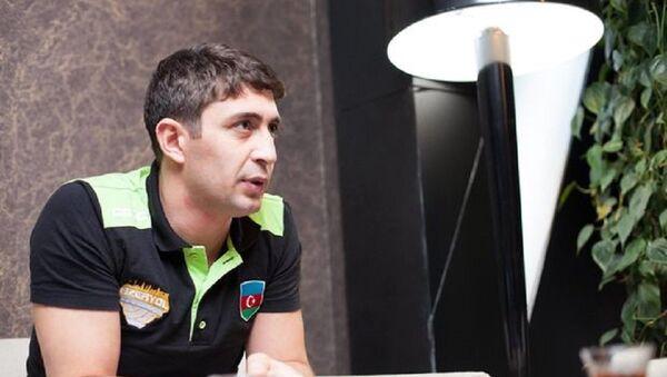 Старший тренер женской волейбольной команды Azeryol Зия Раджабов - Sputnik Азербайджан