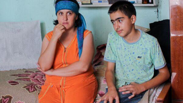 Вюсал с матерью Хураман Аббасовой - Sputnik Азербайджан