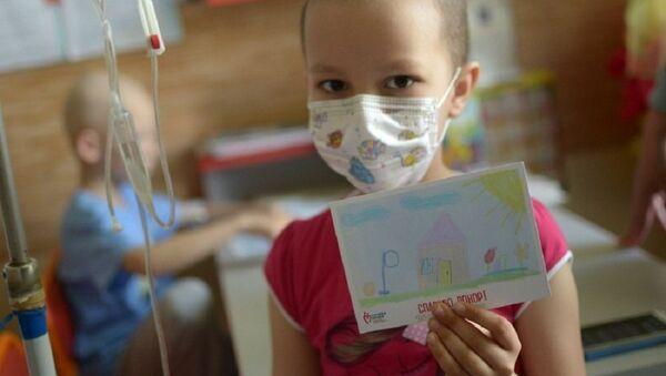 Ребенок с плакатом Спасибо, донор - Sputnik Азербайджан
