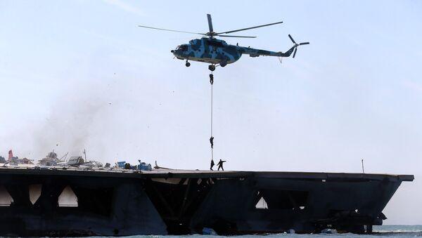 Учения элитных войск Революционной гвардии Ирана в Ормузском проливе. 25 февраля 2015 года - Sputnik Азербайджан