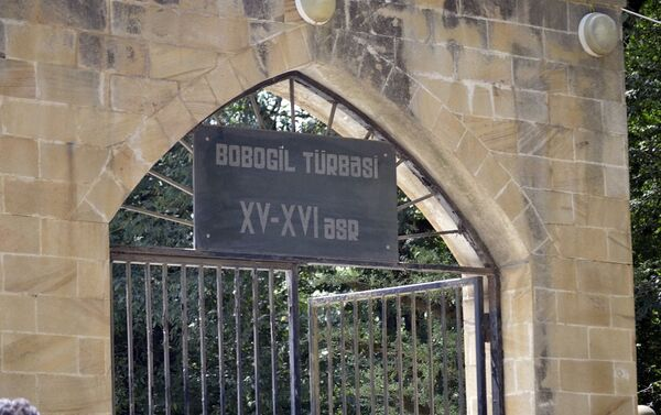 Один из наиболее известных – мавзолей Низамеддина Амира Шахсевера Кескери Гилани - Sputnik Азербайджан