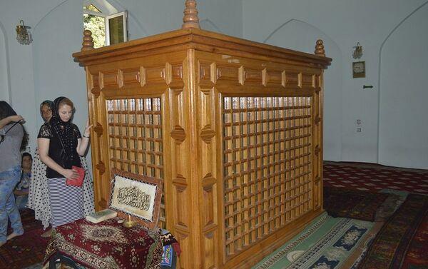 По словам пожилых жителей села, живший в XI веке Низамеддин Амир Шахсевер Кескери Гилани был полководцем и теологом - Sputnik Азербайджан