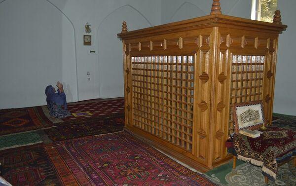 В 1998-99 годах мавзолей был отреставрирован по инициативе благотворителя Ислама Керимова мастером Гаджи Агамирзой - Sputnik Азербайджан