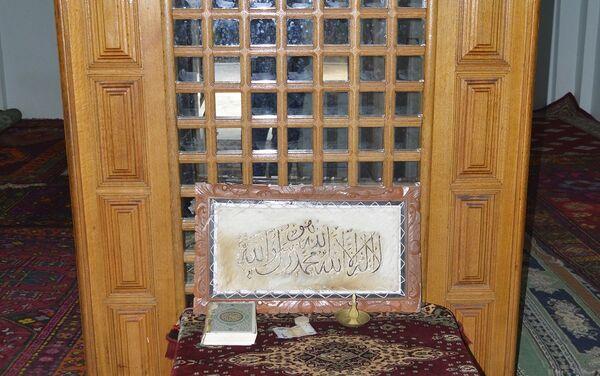 Наибольшее число людей в этом святом месте собирается в мусульманский месяц мухаррам, в особенности в ашуру – день поминовения шиитских мучеников - Sputnik Азербайджан
