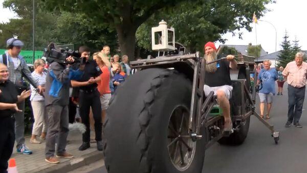 Сто метров на полуторатонном велосипеде - в Германии установили рекорд Гиннеса - Sputnik Азербайджан