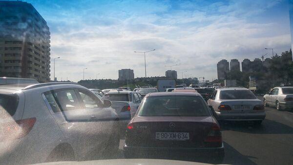 Пробка на дороге Баку-Сумгайыт, фото из архива - Sputnik Азербайджан