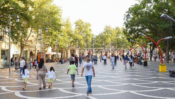 Улица Низами – одна из оживленных улиц в центре Баку - Sputnik Азербайджан