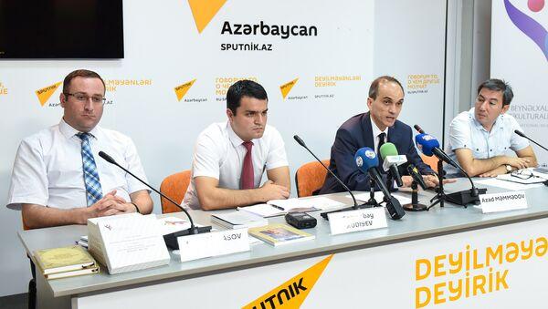 Пресс-конференции в Международном пресс-центре Sputnik на тему Как будут преподавать мультикультурализм в Азербайджане - Sputnik Азербайджан