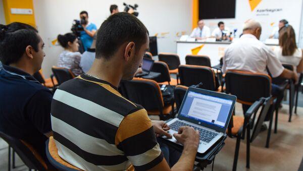 Журналисты в Международном пресс-центре Sputnik Азербайджан, архивное фото - Sputnik Азербайджан