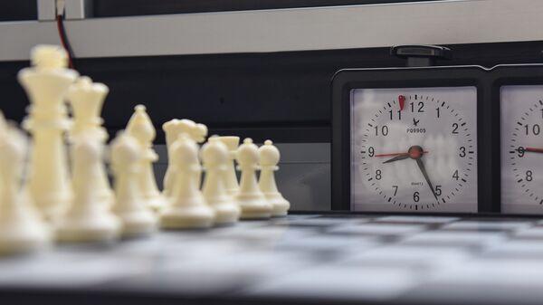 Шахматные фигуры и часы - Sputnik Азербайджан